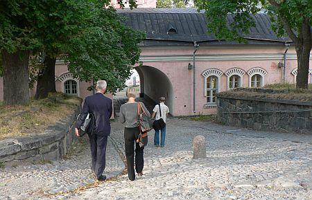 20060901_Suomenlinna_wall_exit.jpg