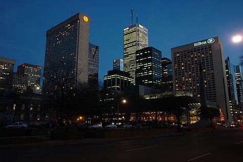 20061210_University_Ave_Queen_Street_dusk.jpg