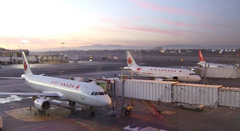20061214_LAX_MapleLeafLounge_view.jpg