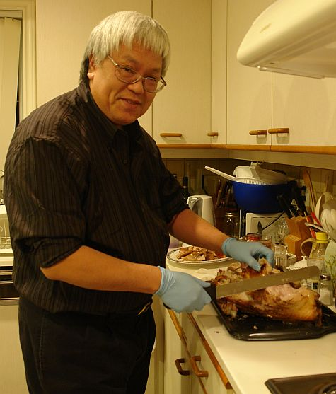Arthur carving the turkey
