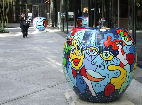 Apple sculptures, 590 Madison