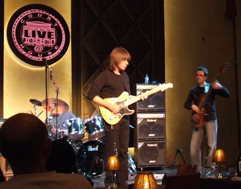 Mike Stern and Alain Caron, Live at Courthouse