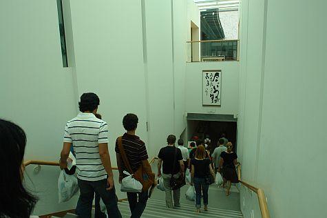 20070724_Hillwalker_Higashi-Hongan-Ji_stairs_to_lecture_hall.jpg