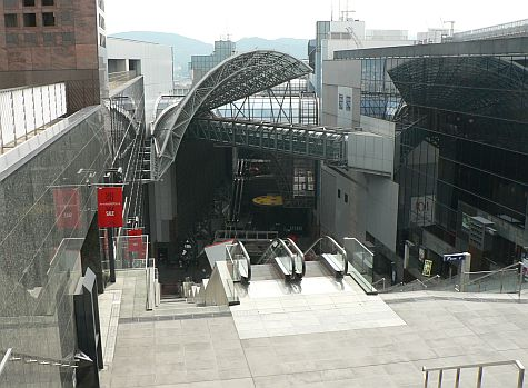 20070724_Kyoto_Station_escalator_down.jpg