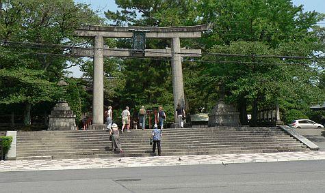 20070725_Hillwalker_Toyokuni_Shrine_torii.jpg