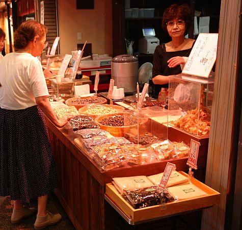 20070725_Nishiki_market_dried_nuts.jpg