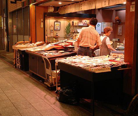 20070725_Nishiki_market_food_vendor.jpg