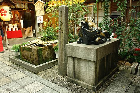 20070725_Shin-Kyogoku_Shrine_water_basin.jpg