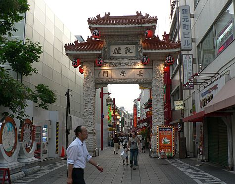 20070726_Kobe_Chinatown_gate_east.jpg
