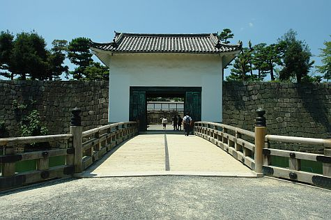 20070726_Nijo_gate_west.jpg