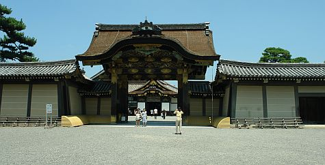 20070726_Nijo_Kara-mon_gate_Ninomaru_Palace.jpg