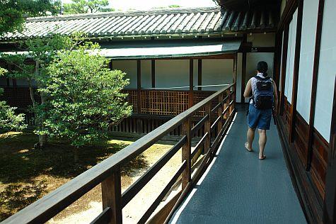 20070726_Nijo_Ninomaru_Palace_courtyard.jpg