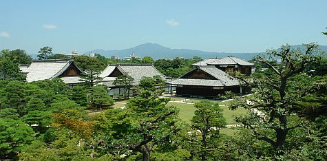 20070726_Nijo_southwest_overlook_of_Ninomaru_Palace.jpg
