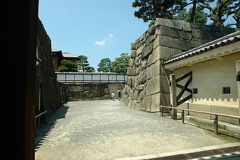 20070726_Nijo_wall_west.jpg