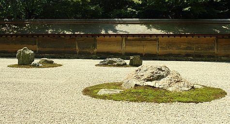 20070726_Ryoan-ji_rock_garden_three_islands.jpg