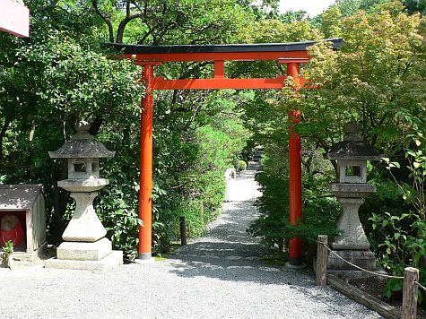 20070726_Ryoan-ji_torii_bridge.jpg