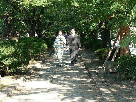 20070727_Philosophers_Walk_kimonos.jpg