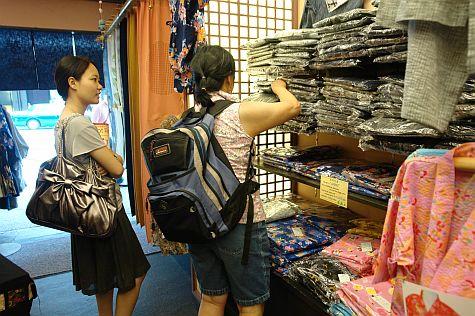 20070727_Shijo_shopping_jinbei.jpg