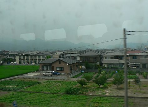 20070727_Shinkansen_passing_village.jpg