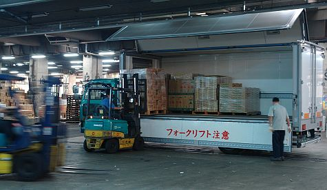 20070730_TsujikiWholesale_side_loader.jpg