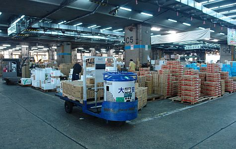 20070730_TsujikiWholesale_veg_cases.jpg