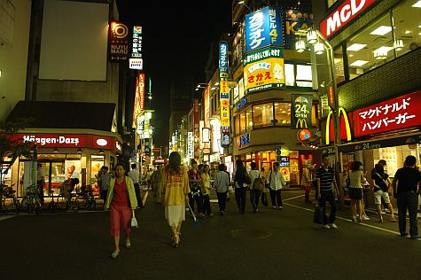 20070731_Shinjuku_at_night_HaagenDazs.jpg