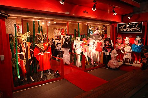 20070801_Harajuku_Takeshita_Dori_costume_store.jpg