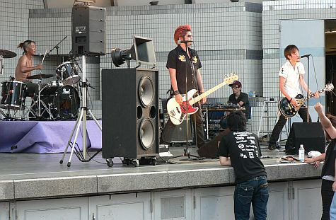 20070801_NHK_stage_punk_band.jpg