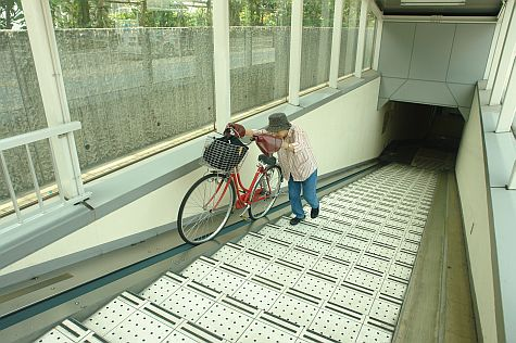 20070804_Tamachi_station_bicycle_up.jpg