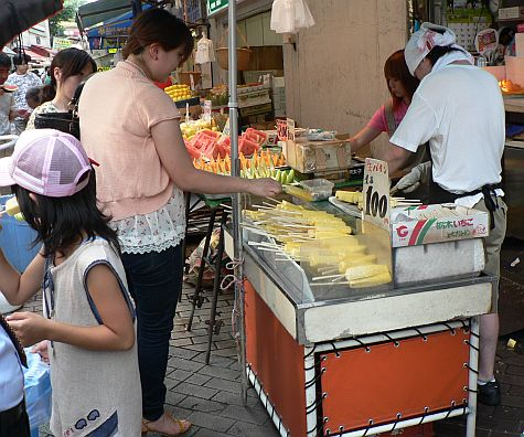 20070811_Ameyoko_pineapple.jpg
