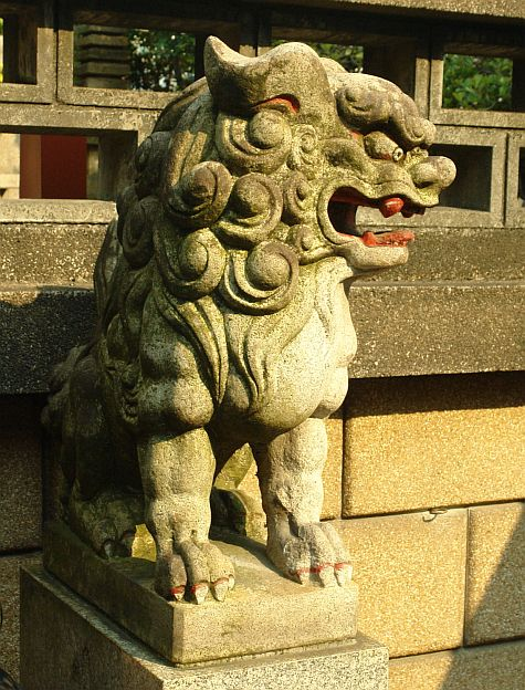 20070811_Ameyoko_Tokudai-ji_lion_right.jpg