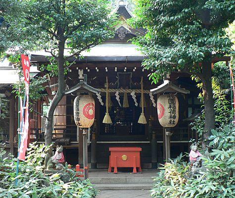 20070811_Ueno_Kiyomizu_Kannon-do_altar.jpg