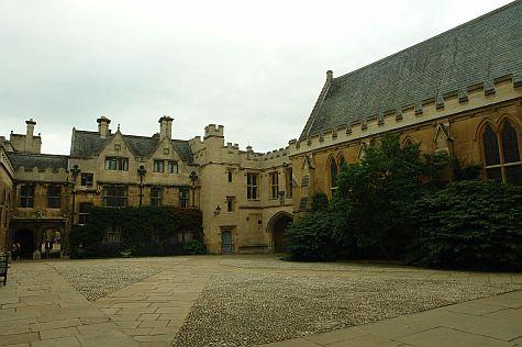 20070902_Merton_College_front_quad.jpg