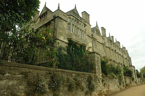 20070902_Merton_College_south_wall.jpg