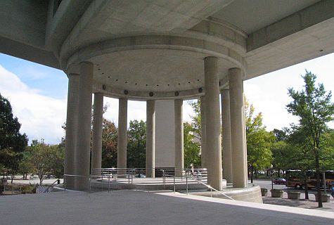 20071018_DC_Canadian_Embassy_colonnade.jpg