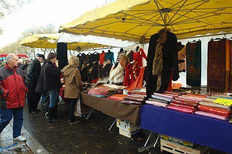 20071209_Bastille_Market_fabrics.jpg