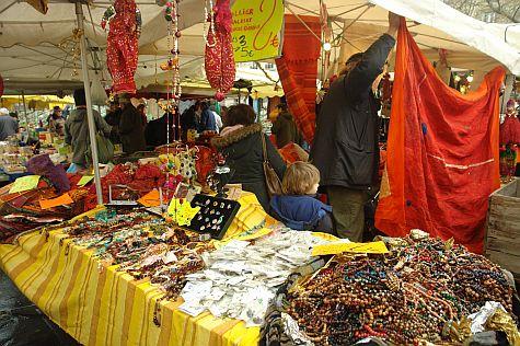 20071209_Bastille_Market_trinkets.jpg