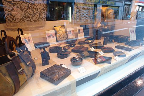 20071209_Marais_chocolate_boxes.jpg