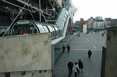 20071209_Pompidou_Centre_west_plaza.jpg
