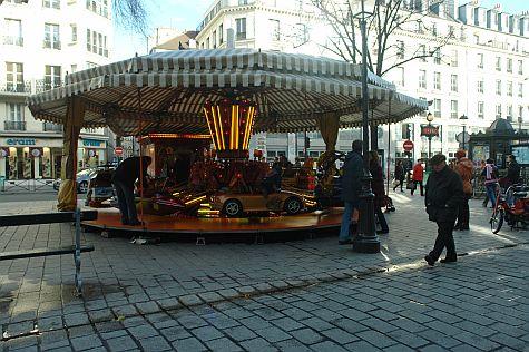 20071209_Rue_St_Antoine_carousel.jpg