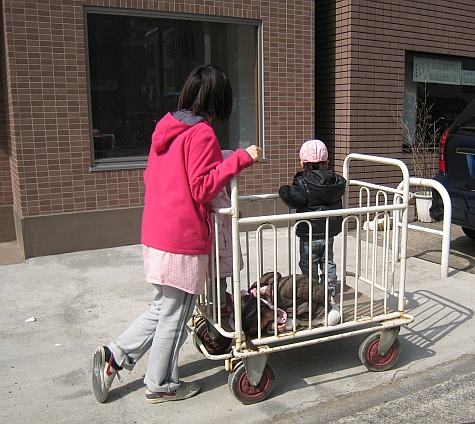 DI_20080303_Fukagawa_childcare.jpg