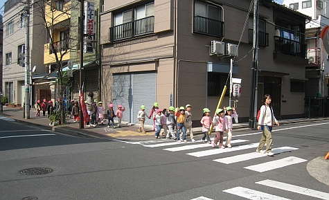 DI_20080303_Fukagawa_Shiryoukan_St_kids.jpg