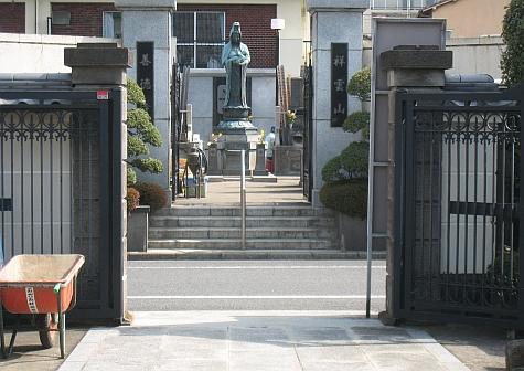DI_20080303_Shirakawa_cemetery_statue.jpg