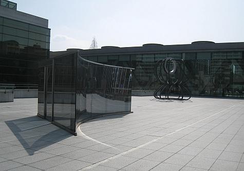 DI_20080303_Tokyo_MoT_courtyard_sculpture.jpg