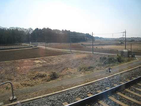 DI_20080307_Keisei_Skyliner_fields_road.jpg