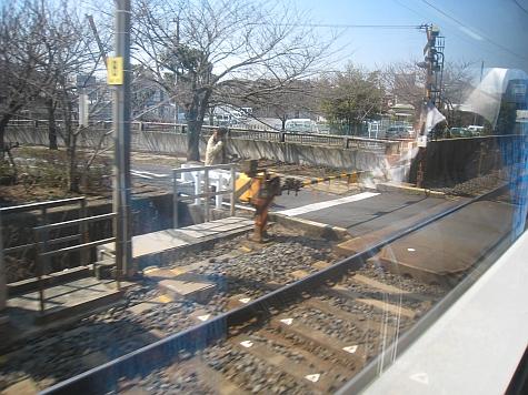 DI_20080307_Keisei_Skyliner_road_intersection_pedestrian.jpg
