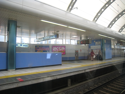 DI_20080307_Keisei_Skyliner_station_stop.jpg