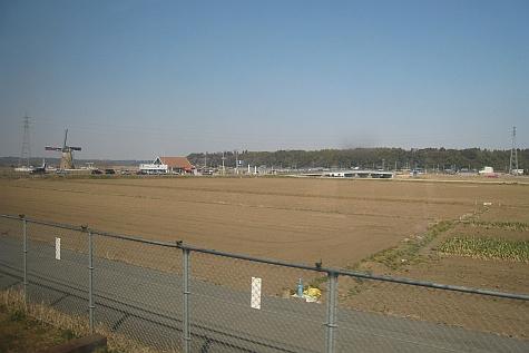 DI_20080307_Keisei_Skyliner_windmill.jpg