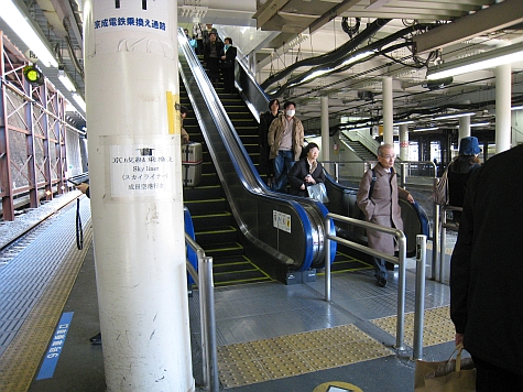 DI_20080307_Nippori_escalators.jpg