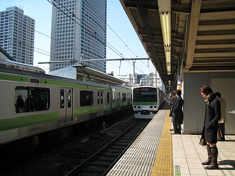 DI_20080307_Tamachi_platform_trains.jpg